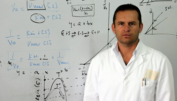 FOTOS-LABORATORIO-DR.JOSE-OSORIO--17-MAYO-2011-(9)[1]-compressor